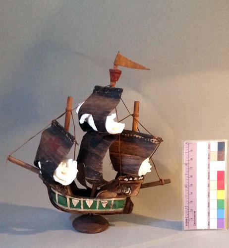 Restaurierung-Modellschiff-SantaMaria-we