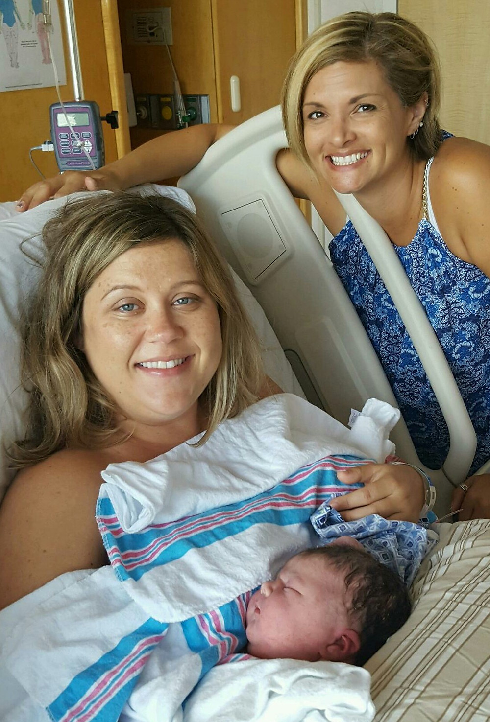 birth announcement picture of mom, baby and doula