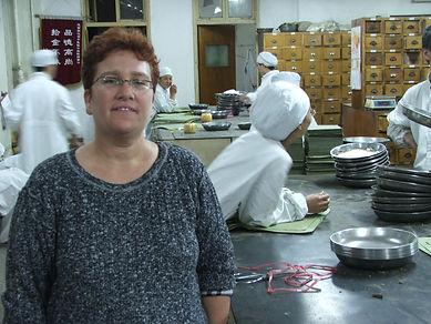יעל בבית מרקחת בסין