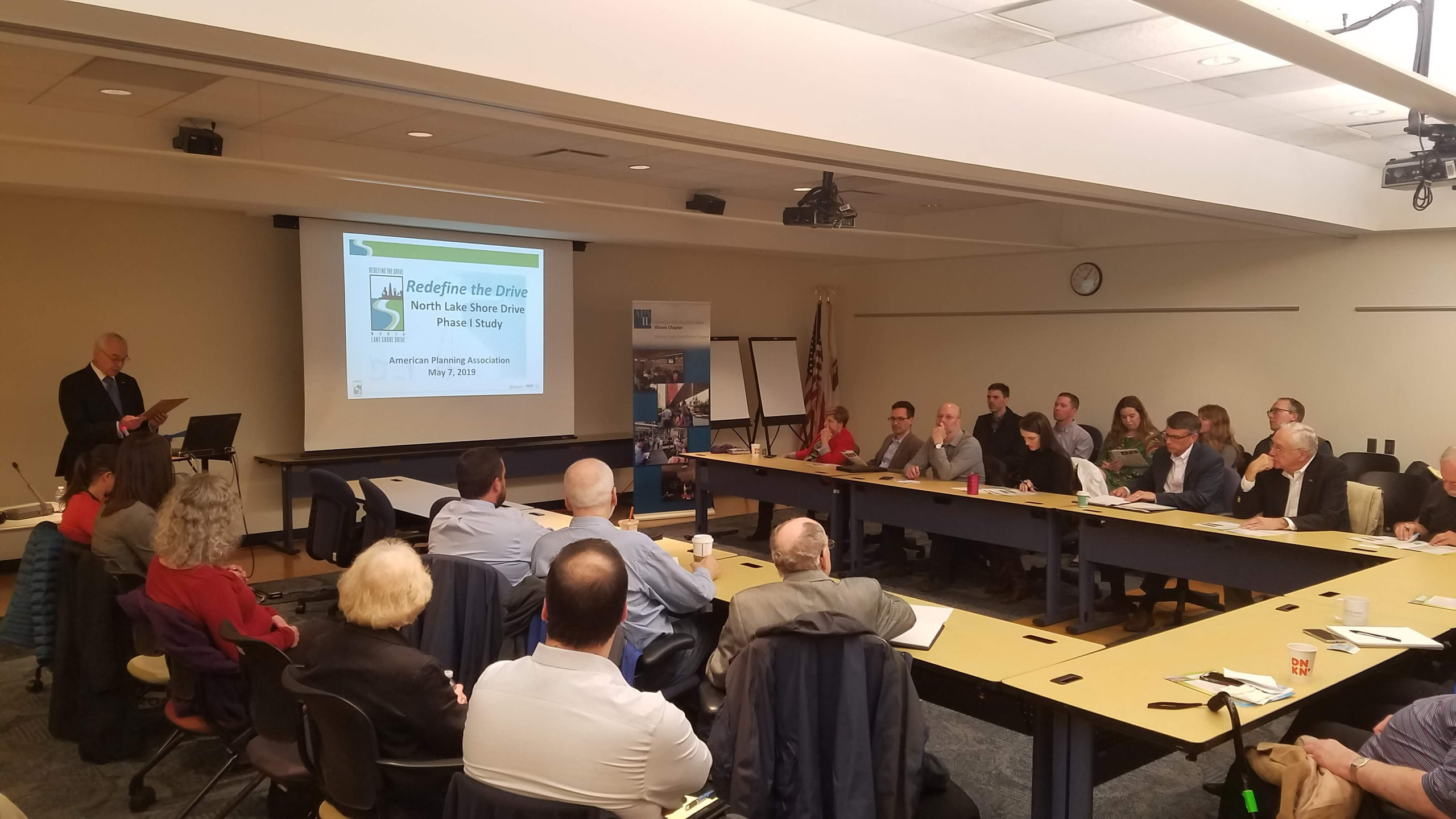 Moderator Mark Lundgren kicks off the 5/7/19 APA-CMS Redefine the Drive Program. (photo by Brandon Nolin, AICP)