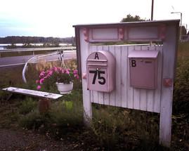 Voit vaikka kääntää postisi meille mikäli viivyt pidempään.
