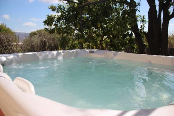 Outdoor 7 seater Hot tub