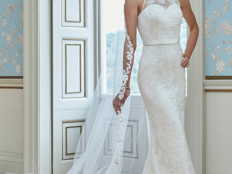 Choosing the perfect dress!!