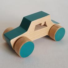 Jouet en bois : voiture Berline vert d'eau. Dans cette collection de véhicules en bois, 5 modèles : la voiture de course, la berline, la citadine, le camion et l'ambulance.  Ce sont de grandes voitures pour petites mains, entièrement faites en bois. Alors en route !    En bois de hêtre ou tilleul  Conseillé à partirde 1 an  Les dimensions varient en fonction des modèles.  Exemplede dimensions - Voiture de course : 14.5 x 4.5 cm  - Berline : 12 x 6 cm- Camion: 13.5 x 7.5 cm    Si le modèle souhaité n'est pas en stock, vous pouvez le commander, choisir la couleur et le faire personnaliser avec l'ajout d'un prénom.    Conforme aux normes européennes EN71-1 et EN71-3.Jouet fabriqué et peint à la main en France.