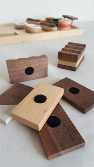 Plateau de patisseries en bois