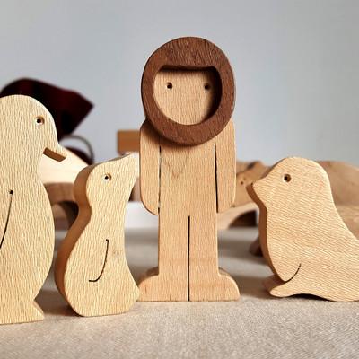 Personnages en bois sur le thème du pôle nord. Inuit, phoque, ours polaire, pingouins... Un jouet en lien avec la nature pour tous les enfants ! Ecologique et bio