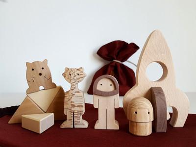 Jouets et jeux en bois écologiques, sans peinture. Matériaux sains et choisis avec soin pour des créations artisanales 100 % made in France.
