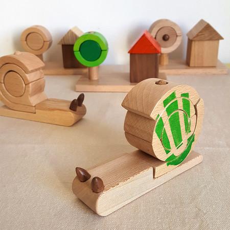 Petit Escargot en bois, jeu d'empilement. Thème nature, jardin et petits animaux. Jouet écologique fabrication française.