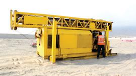 Moviendo maquina amarilla.jpg