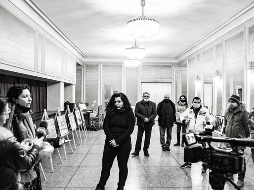 """Откриването на изложбата """"Зад Червената Завеса"""" на Изабела Манолова"""
