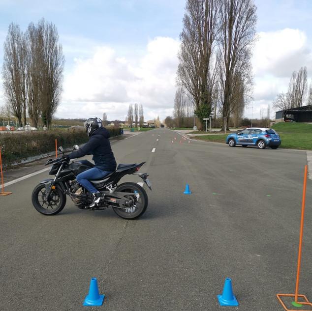Moto de l'auto-moto-école de Glatigny