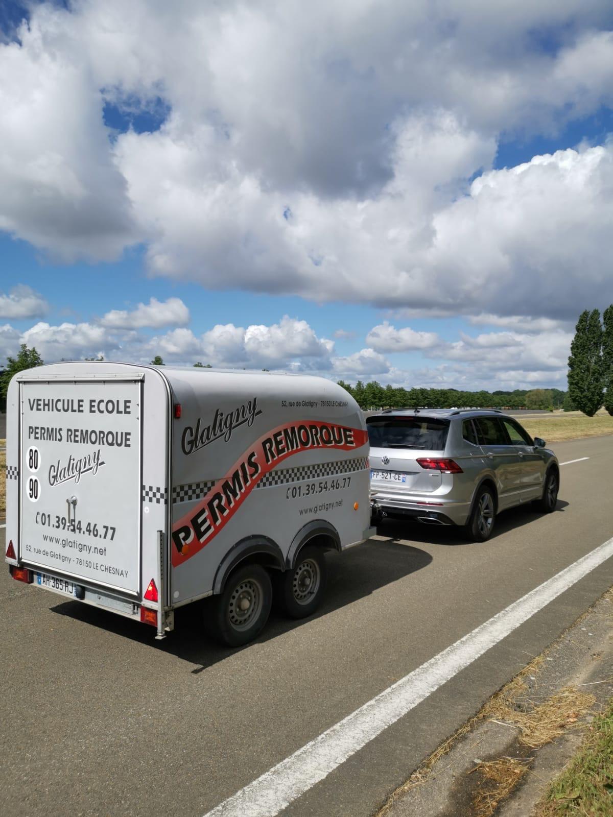 Remorque de l'auto-école Glatigny à Le Chesnay