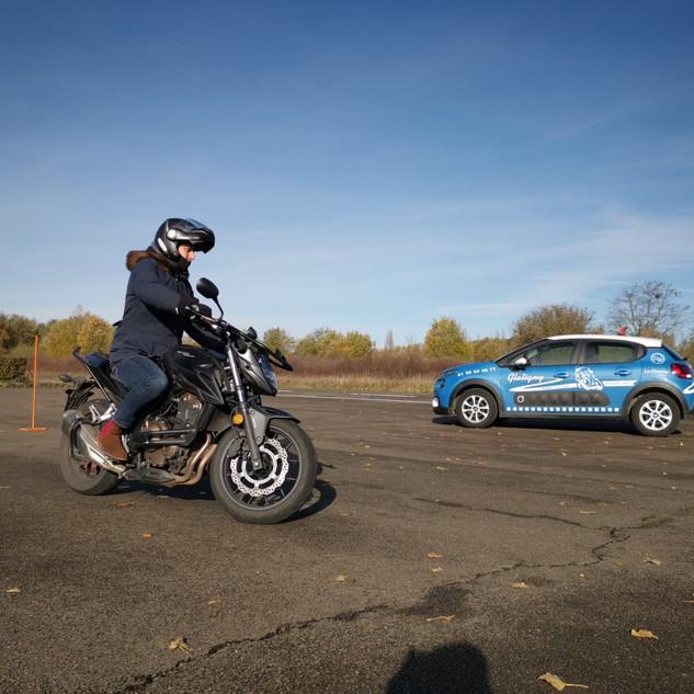 Véhicules de l'auto-moto-école de Glatigny