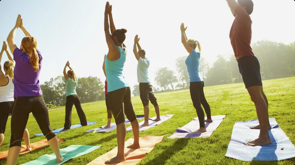 011514-health-yoga-class-exercise-fitness-outside-group.jpg
