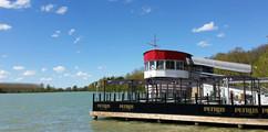 Maciac Lake Boat Reseraraunt