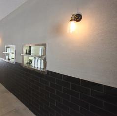 """תכנון ועיצוב מסעדת שקד בתל אביב, גודל 400 מ""""ר - קומת קרקע אזור המסעדה, מטבח הכנות, בר ואזור ישיבה וקומת מרתף - מטבח, מחסן, שרותים."""