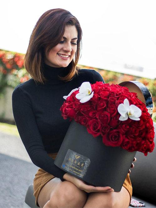 Caja de rosas y orquídeas