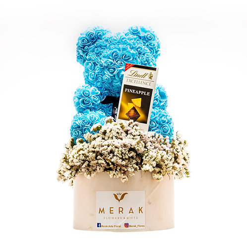 Arreglo de flores con oso y chocolates