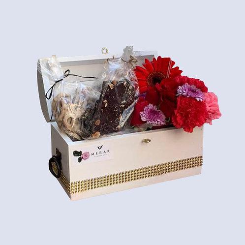 Caja de flores y chocolate