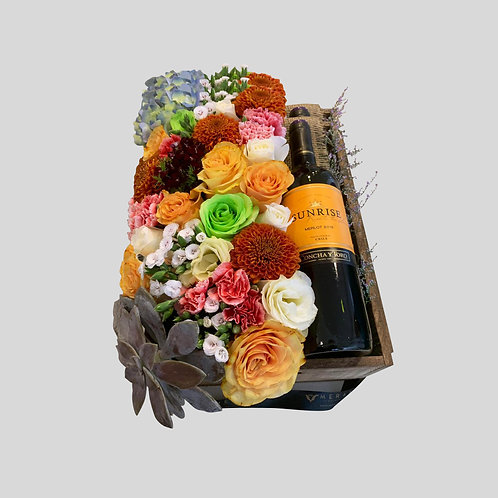 Caja con flores y vino