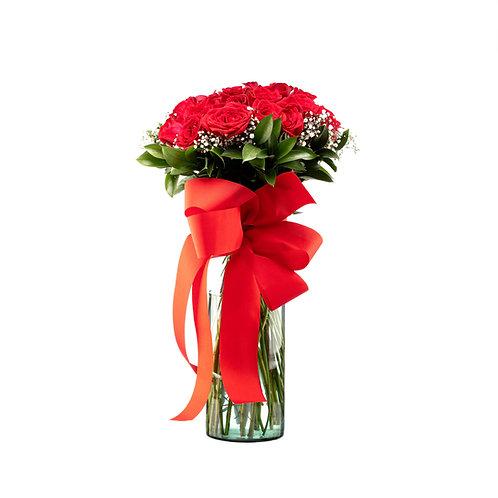 Bouquet de rosas en cilindro de cristal