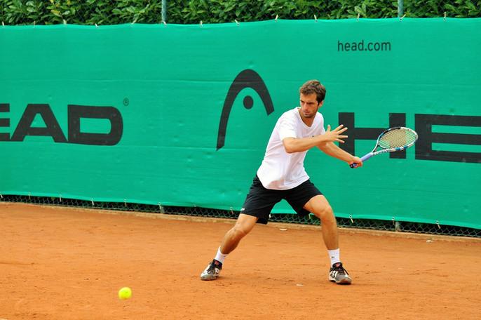 Endlich wieder draußen Tennis spielen