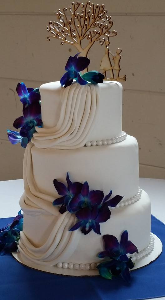 How to save the top layer of your wedding cake by M&C Cakery