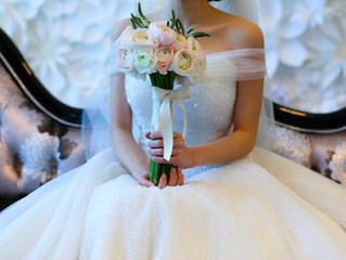Wedding Tip of the Week: Sit down during your wedding dress fitting