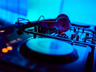 """Wedding Tip of the Week: 10 Questions to ask your DJ instead of """"How Much?"""""""