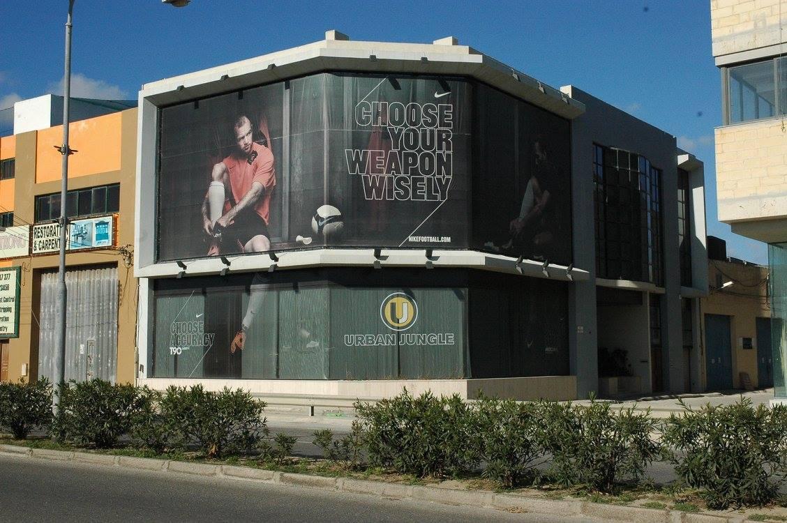 Time mesh banner facade