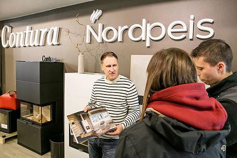 Flintstones myymälästä löydät Contura ja Nordpeis -tulisijat. Antti auttaa teitä löytämään oikean takkaratkaisun tarpeisiinne.