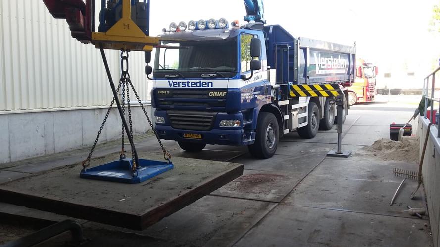 Transport en plaatsing van betonplaten
