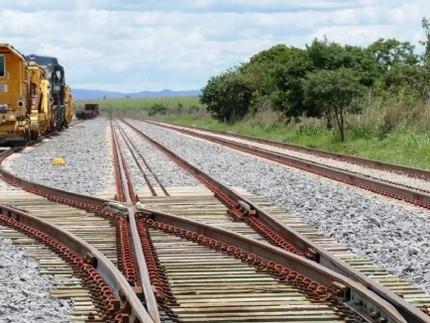 Governo firma contrato inovador para construção de ferrovia estadual
