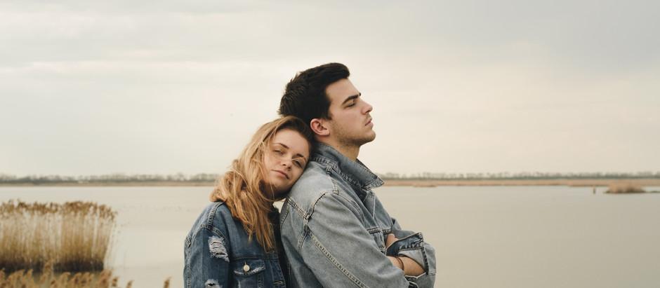 Psicologia della coppia: come si crea e perchè è così difficile allontanarsi anche quando si soffre