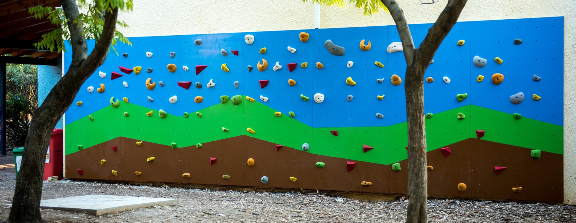 קיר טיפוס בבית ספר מבוא הגליל