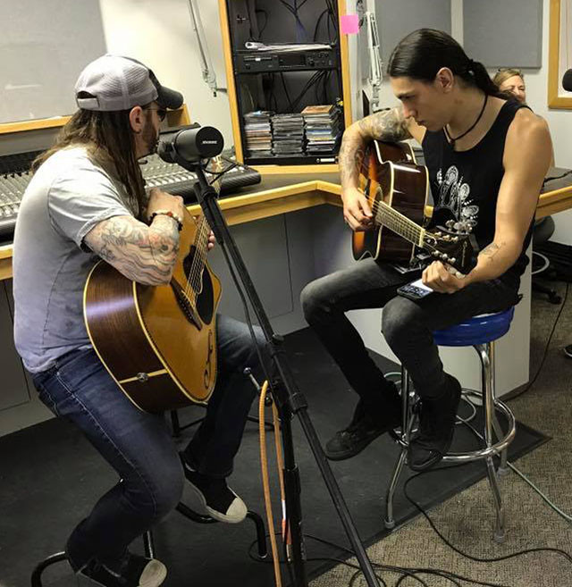 Silvertung - Speed and Codey playing live for 94.9 WAMS Radio Station.