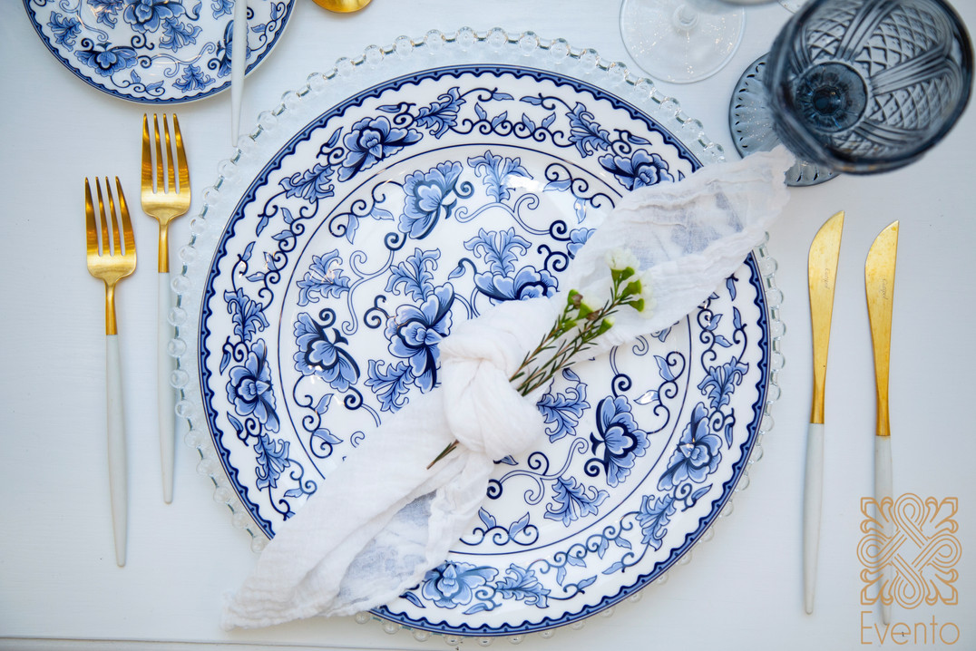 Blue and white tabletop can be matched with silver or gold cutlery.