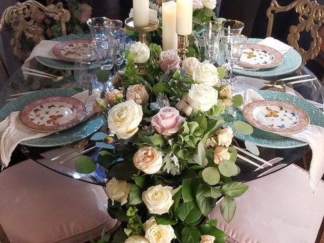Garland on sweetheart table