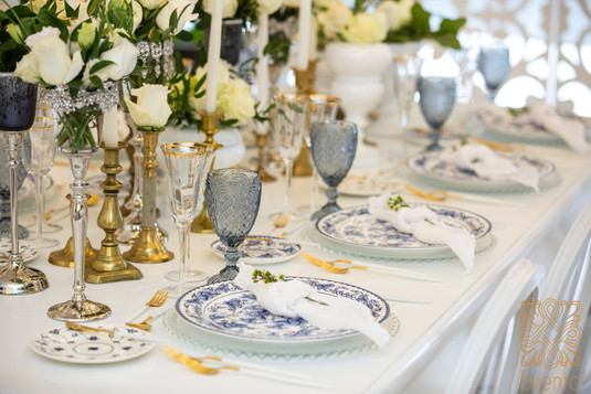 Gorgeous tabletop design by Evento.