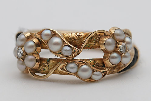 Victorian memorial ring set with diamonds, pearls and hairwork