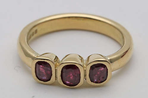 18ct 3 stone ruby ring