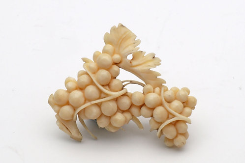 Ivory brooch of grapes