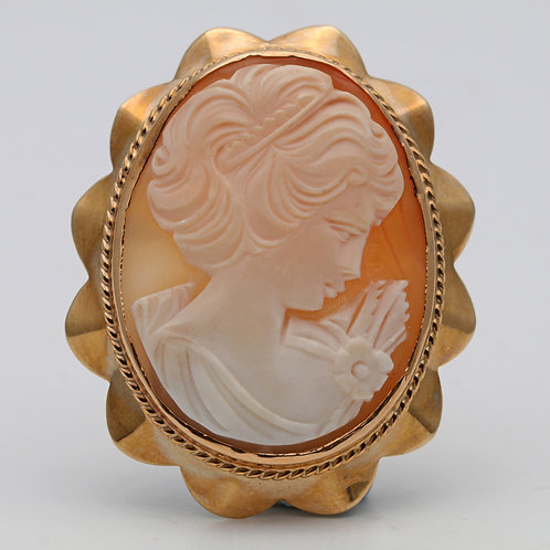 Oval shell cameo or pendant