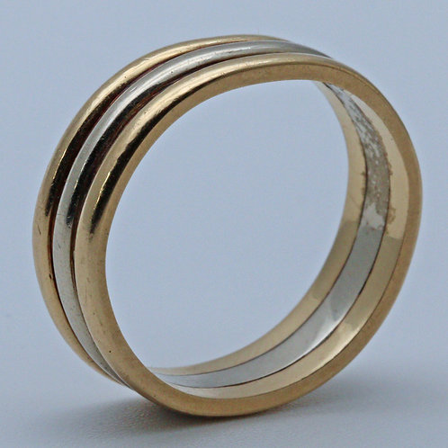 Gold ring suitable for a wedding ring