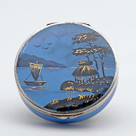 Beautiful Art Deco compact with mirror. Quality enamelling by Louis Kuppenheim, imported by Child & Child