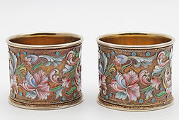 Pair of silver gilt and cloisonné enamel napkin rings, Moscow 1898-1908