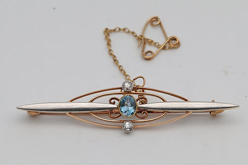 Edwardian brooch in platinum, gold and aquamarine