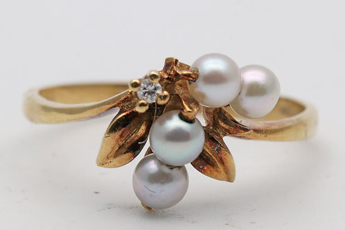 18ct gold pearl and diamond designer ring