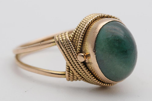 Antique gold ring with nephrite