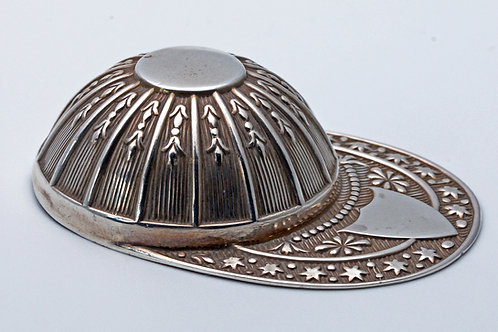 Silver jockey's cap caddy spoon